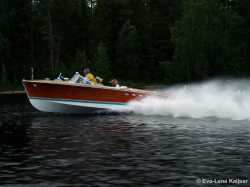 "Tritone #209 under Full Throttle at the meeting ""Riva River Dance"" in Sweden 2006."